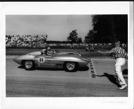 Corvette Stingray History on Above   1960 06   Corvette Sting Ray At Elkhart Lake June  1960